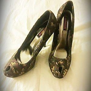 Dollhouse peep toe camouflage heels. Size 10